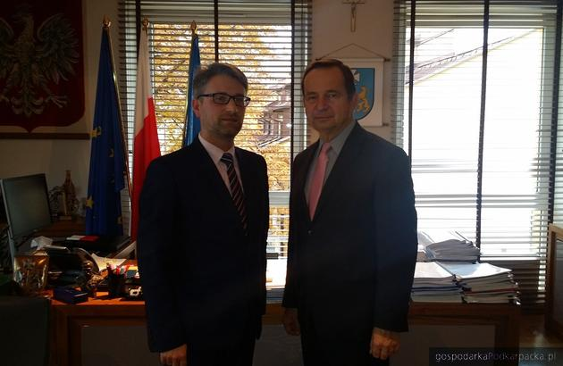 Od lewej burmistrz Paweł Baj i marszałek Władysław Ortyl
