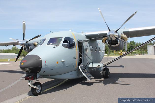 Samolot M28