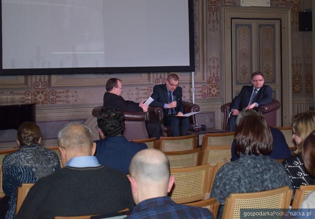Od lewej ks. prof. Marek Inglot, ambasador dr Janusz Kotański oraz dr Mariusz Krzysztofiński