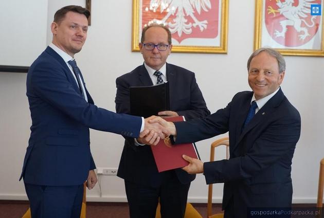 Umowa na dostawę instalacji OZE dla Dębicy i Ropczyc podpisana