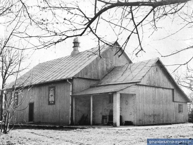 Sośnica, parafialna cerkiew greckokatolicka św. Onufrego i dzwonnica. Fot. W. Sobocki