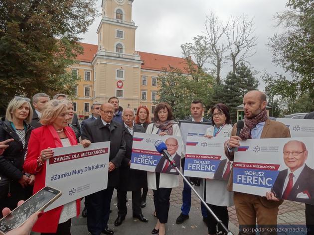 Prezydent Rzeszowa Tadeusz Ferenc i jego kandydaci. Fot. Adam Cyło