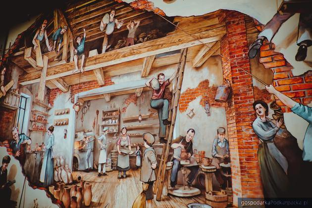 Mural w Bieszczadzkiej Szkole Rzemiosła. Autorami są Karol Prajzner i Paweł Wołos
