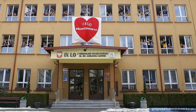 Jerzy Owsiak powrócił. Młodzież IX liceum z Rzeszowa dołożyła do tego swoją cegiełkę
