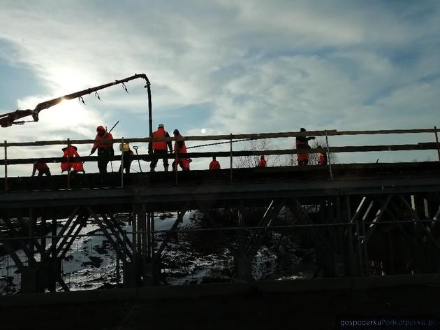 Trwa budowa mostu na Wiszni w Michałówce
