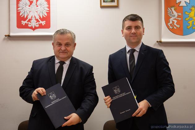 Od lewej: Stanisław Kruczek członek zarządu województwa podkarpackiego i Jakub Czarnota, wójt gminy Leżajsk