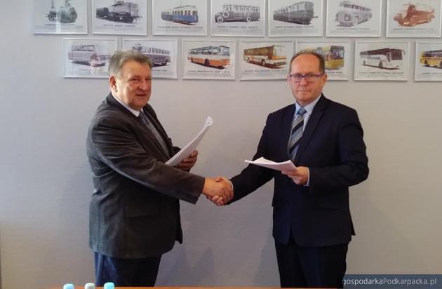 Umowa na zakup autosanów dla Dębicy podpisana