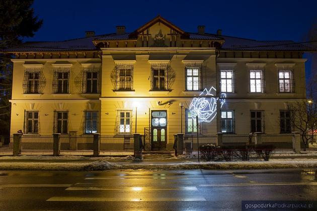 Galeria Alfonsa Karpińskiego bliżej ukończenia (dawny sąd w Rozwadowie)