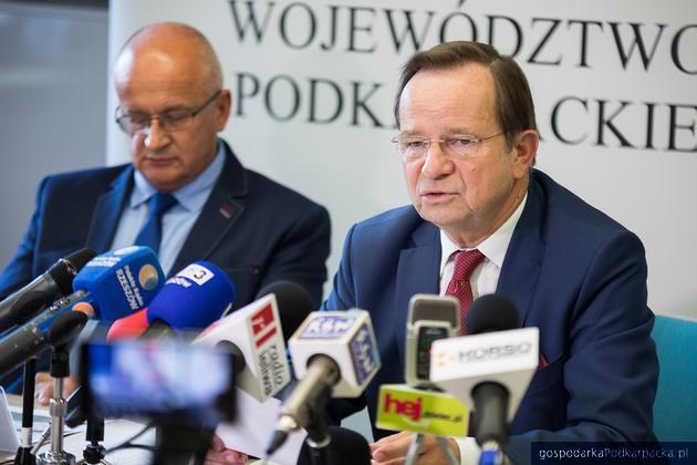 Od lewej dyrektor Departamentu Środowiska Urzędu Marszałkowskiego Andrzej Kulig i marszałek Władysław Ortyl