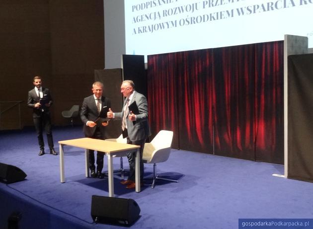 Od lewej (za stołem) Krzysztof Ślęzak (ARP) i Jerzy Borcz (KOWR). Fot. Adam Cyło