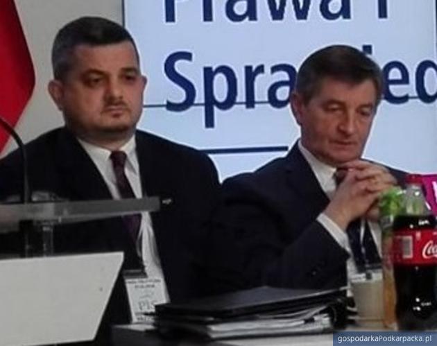 Od lewej Krzysztof Sobolewski i Marek Kuchciński. Fot. Pis.org.pl