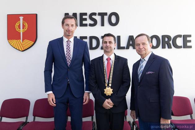 Od lewej predseda Kraju Presowskiego Milan Majersky, burmistrz miasta Medzilaborce Vladislav Višňovský i marszałek Władysław Ortyl. Fot. Michal Mielniczuk