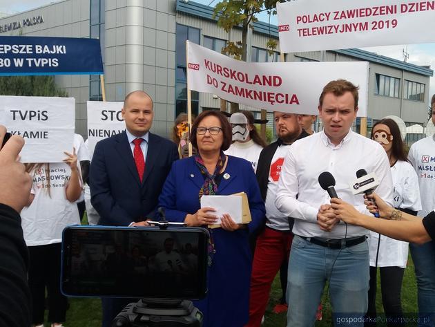 Polityczny happening przed siedzibą TVP Rzeszów