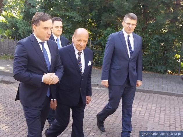 Od lewej na pierwszym planie Zbigniew Ziobro, Tadeusz Ferenc, Marcin Warchoł. Za nimi Krzysztof Kossak-Chrzanowski