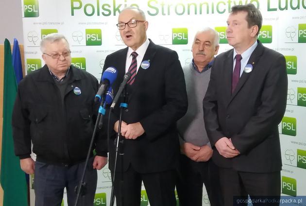 Działacze Polskiego Stronnictwa Ludowego infirmują o przebiegu kampanii wyborczej.