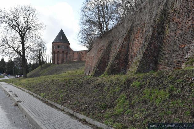 Są pieniądze na dalszą konserwację muru oporowego okalającego opactwo w Jarosławiu