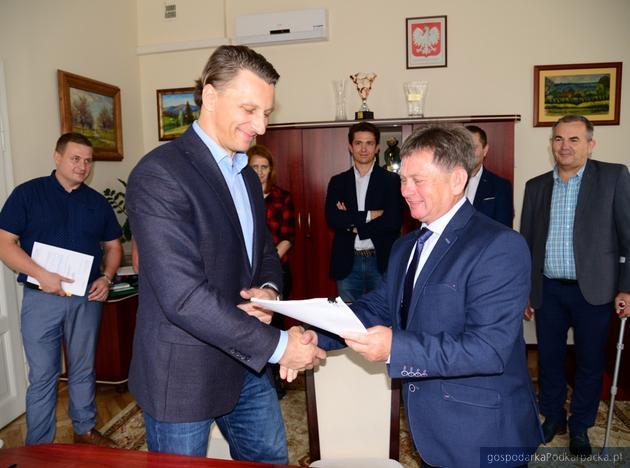 Podpisanie umowy. For. Nisko.pl