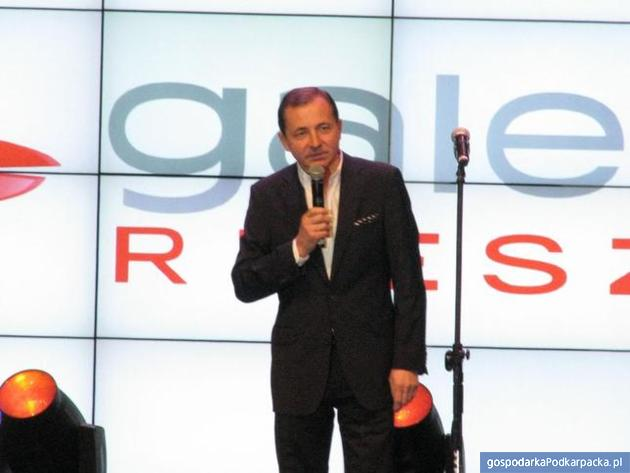 Ryszard Podkulski podczas otwarcia Galerii Rzeszów w 2012 r. Fot. Adam Cyło