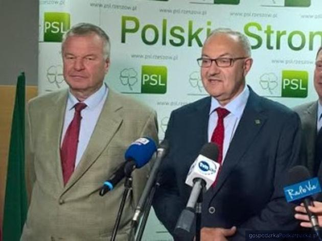 Od lewej Edward Słupek i Mieczysław Kasprzak podczas kampanii wyborczej w 2018 r. Fot. Adam Cyło