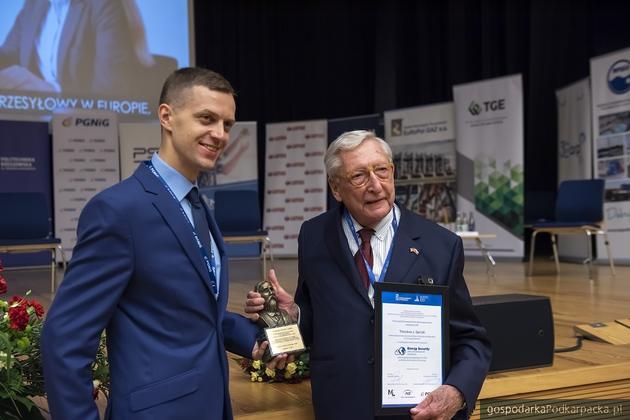 Od lewej dr hab. Mariusz Ruszel, pomysłodawca konferencji oraz Theodor J. Garrish, laureat nagrody im. Łukasiewicza