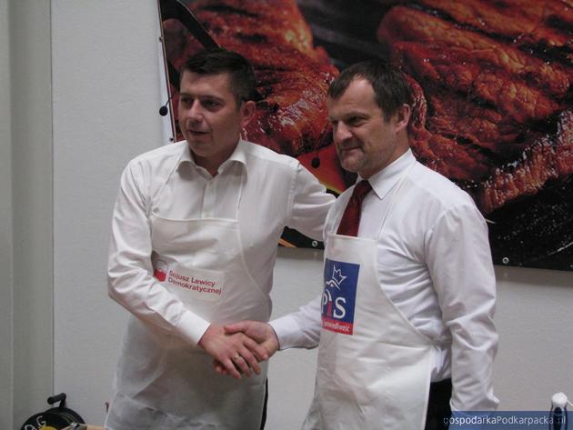 Tomasz Kamiński i Jerzy Cypryś przed kulinarnym pojedynkiem. Fot. Adam Cyło